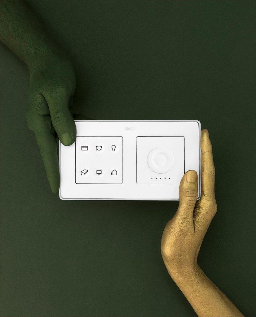 Serie de fotografía editorial de Manos Pintadas para Revista EME 5 -  Interruptor Simon Electric - Låpsüs